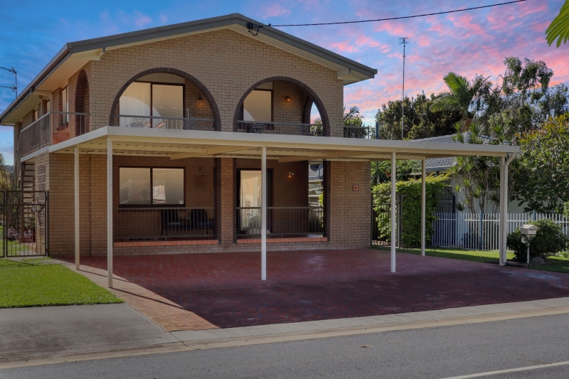17 ABALONE AVE,  Paradise Point, Qld