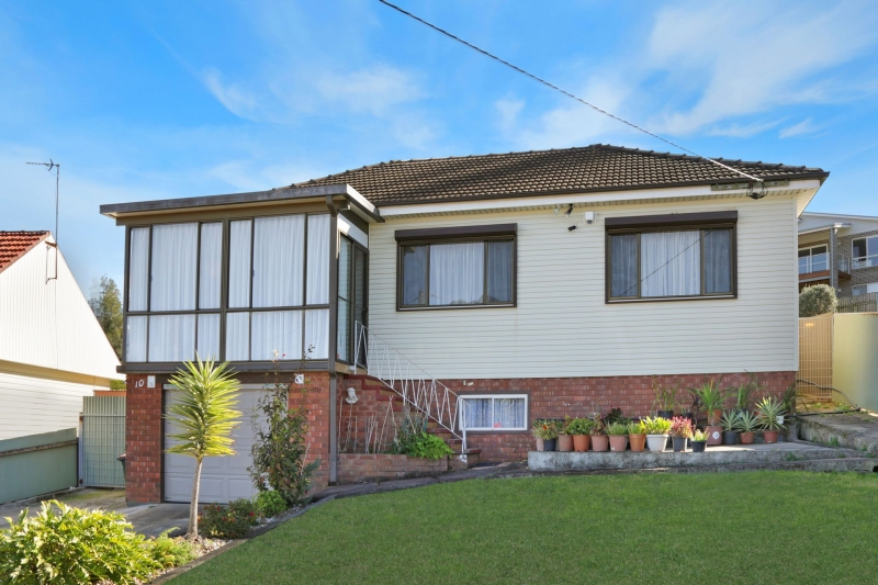 10 RANCHBY AVENUE,  Lake Heights, NSW